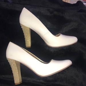 NEW Michael Antonio White Pump Gold Heel Shoe 8.5